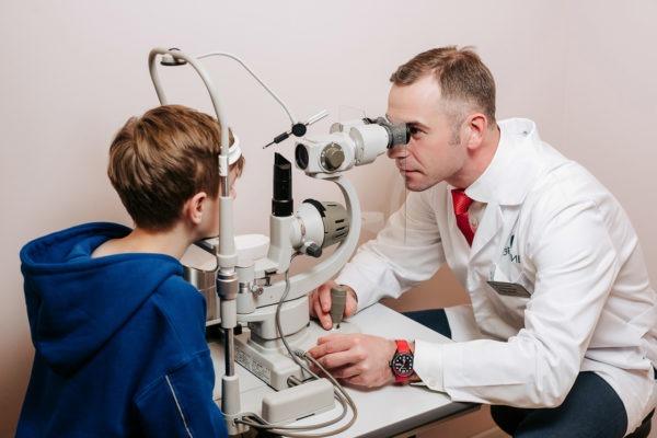 Детский офтальмолог проверка Зрения Дадацкий Александр Юрьевич клиника Зрение СПБ Добролюбова